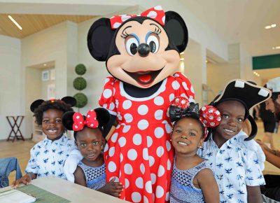 disney character breakfast with kids