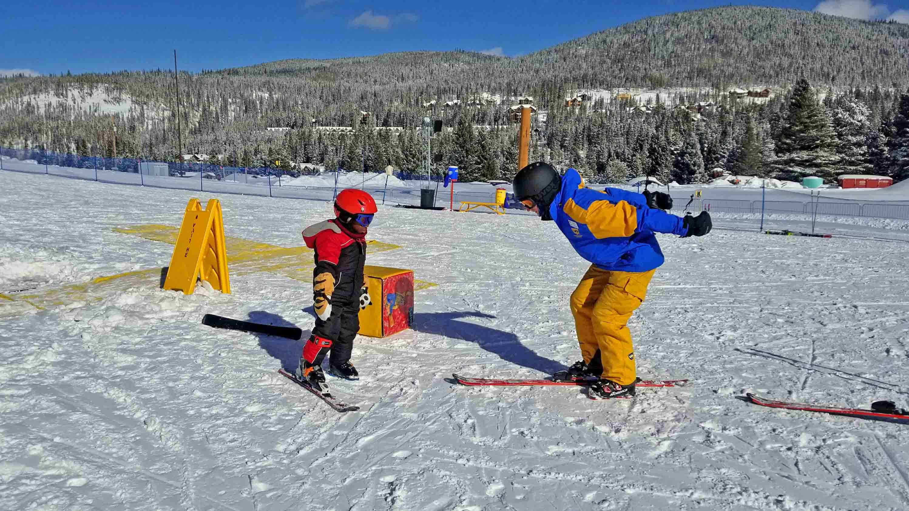 top 6 best colorado ski resorts for families | the mom trotter