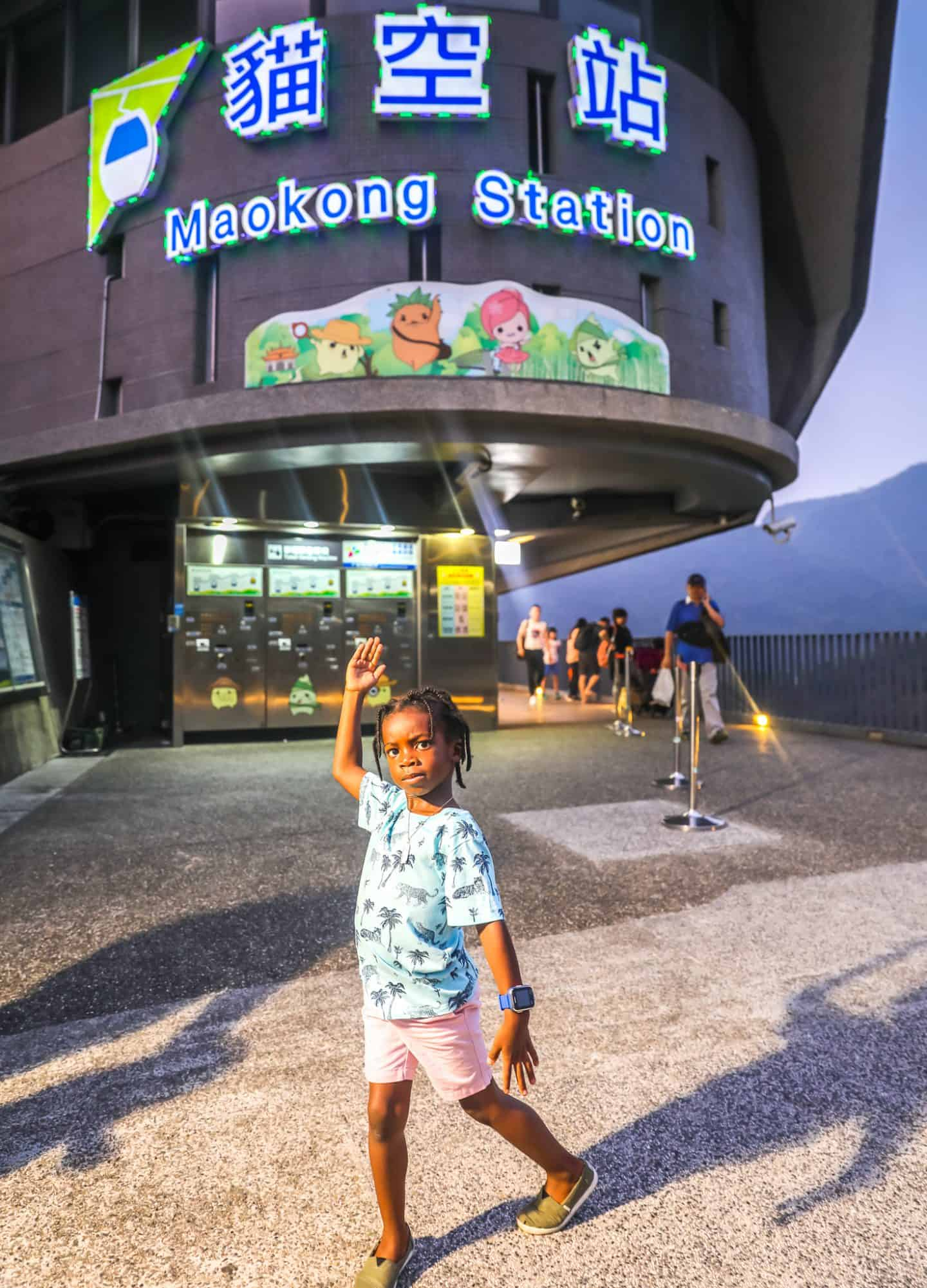 black kids at Maokong Gondola