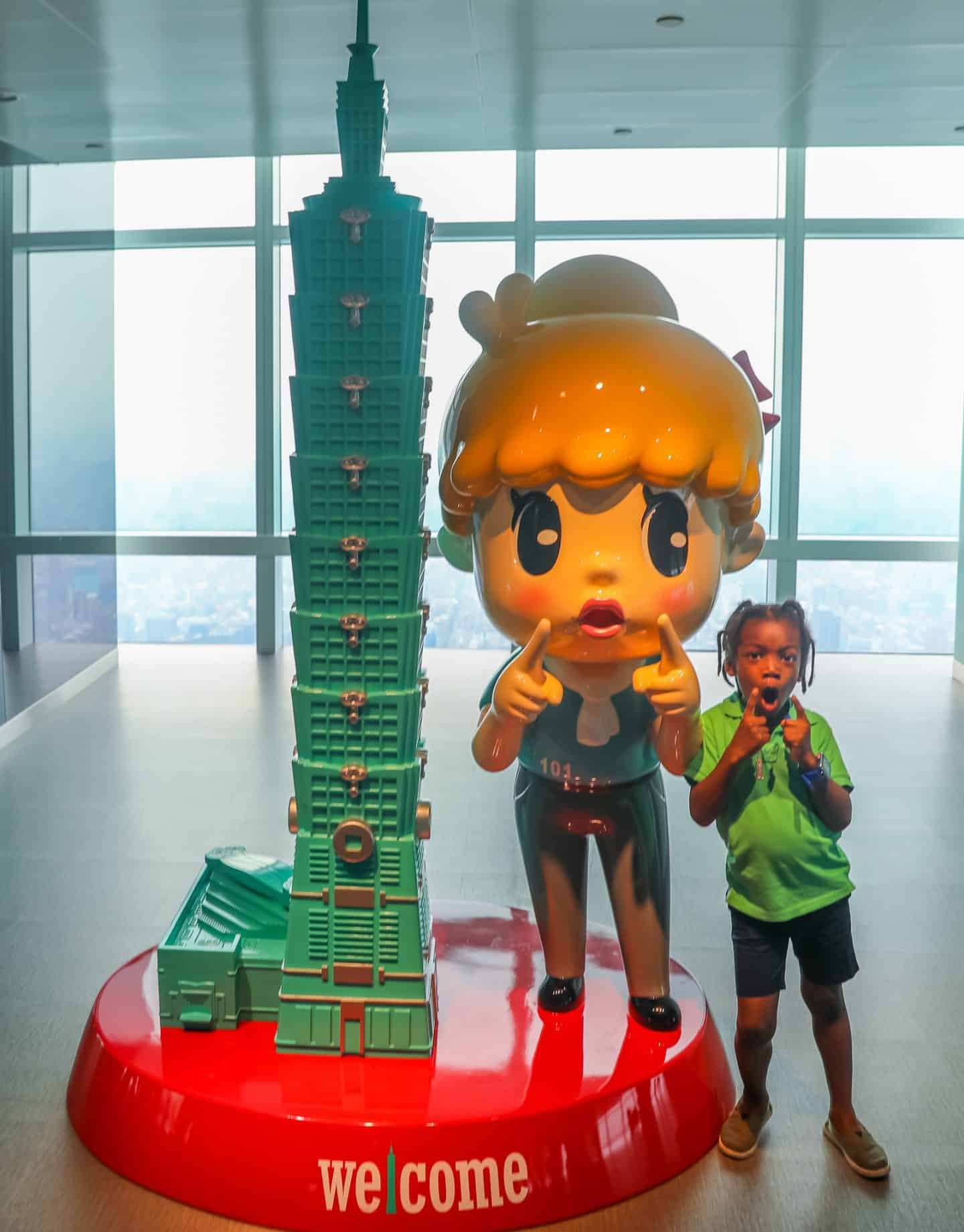 visit Taipei 101 with black kids
